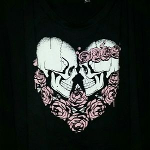 Skulls in a heart,scoop neck tshirt like new!